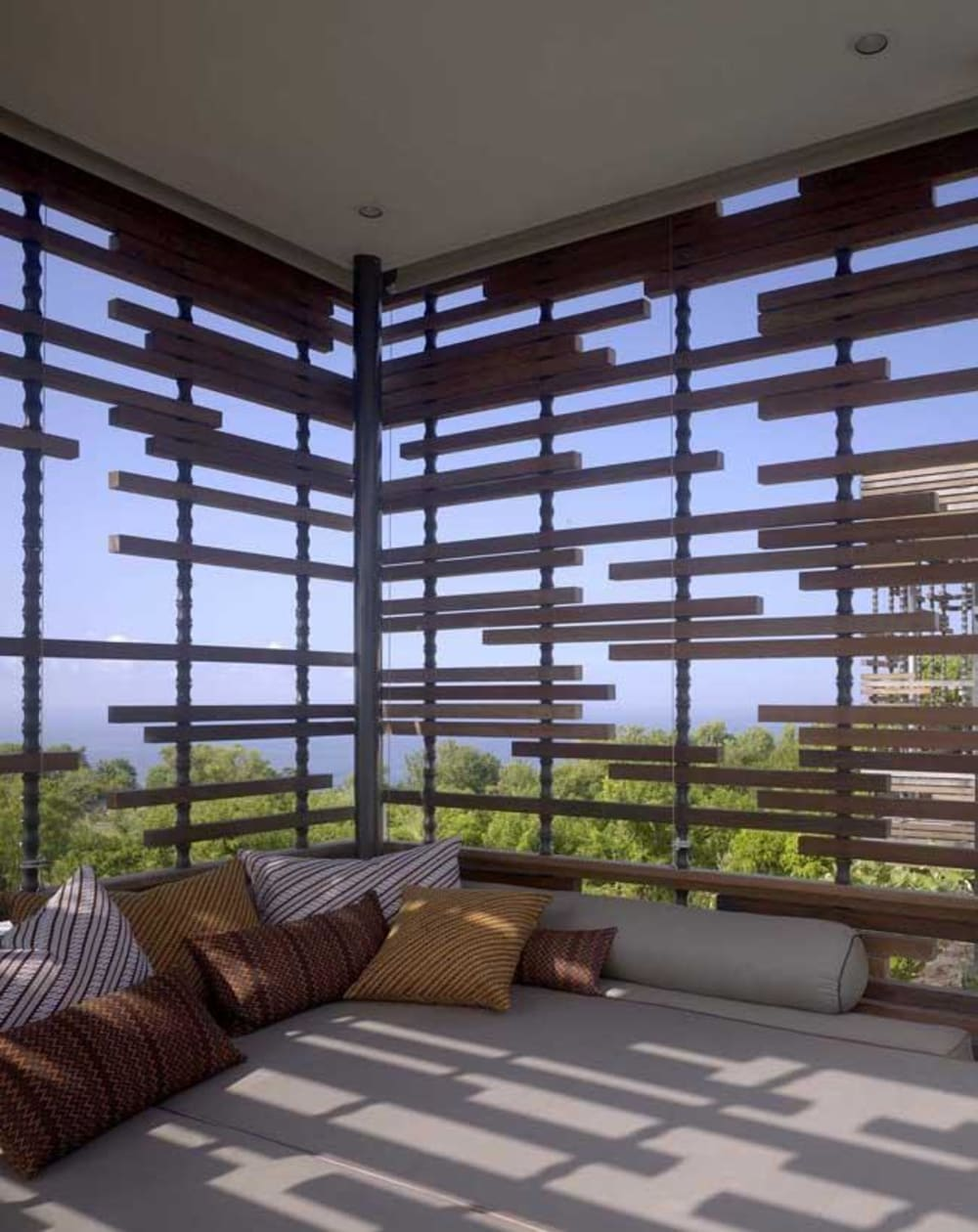 """Wood partition shielding a terrace from the outdoor.<span class=""""sr-only""""> (opened in a new window/tab)</span>"""