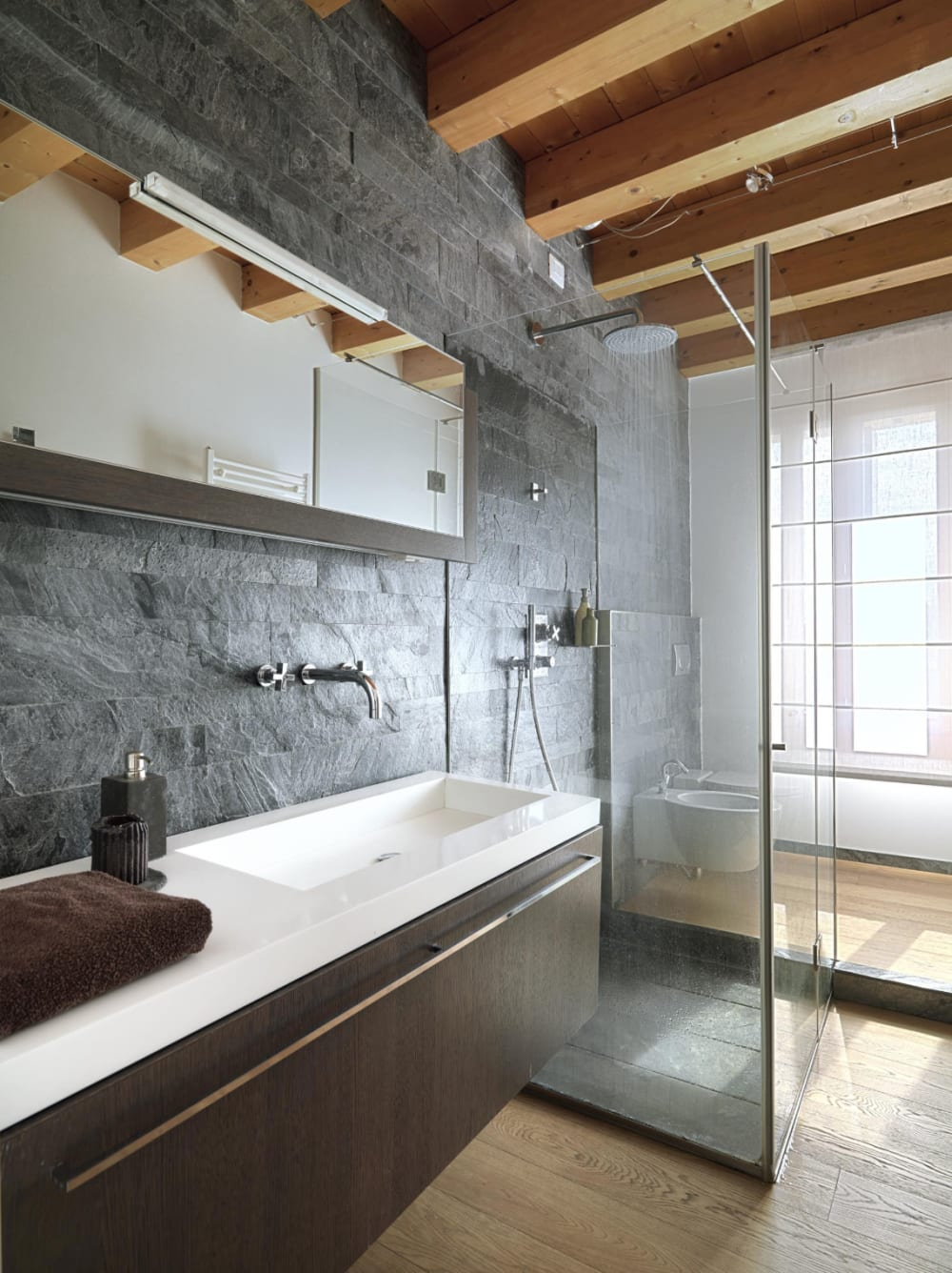 "Bathroom with stone and wood finishes.<span class=""sr-only""> (opened in a new window/tab)</span>"