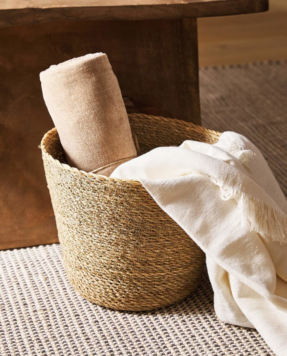 "Basket with warm blankets.<span class=""sr-only""> (opened in a new window/tab)</span>"