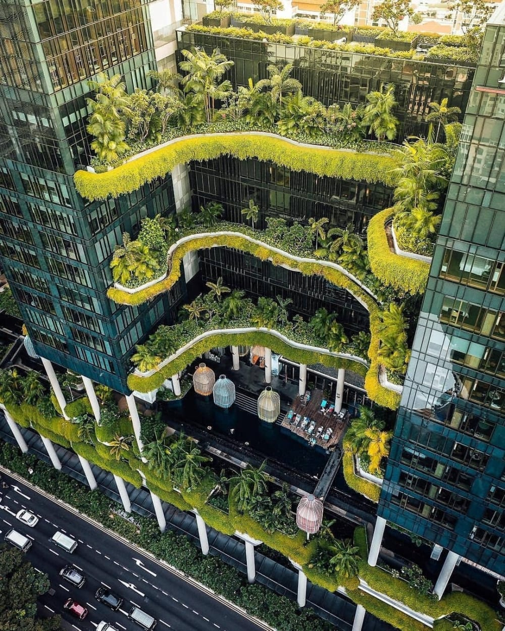 """Detail of a green building in the middle of the city.<span class=""""sr-only""""> (opened in a new window/tab)</span>"""