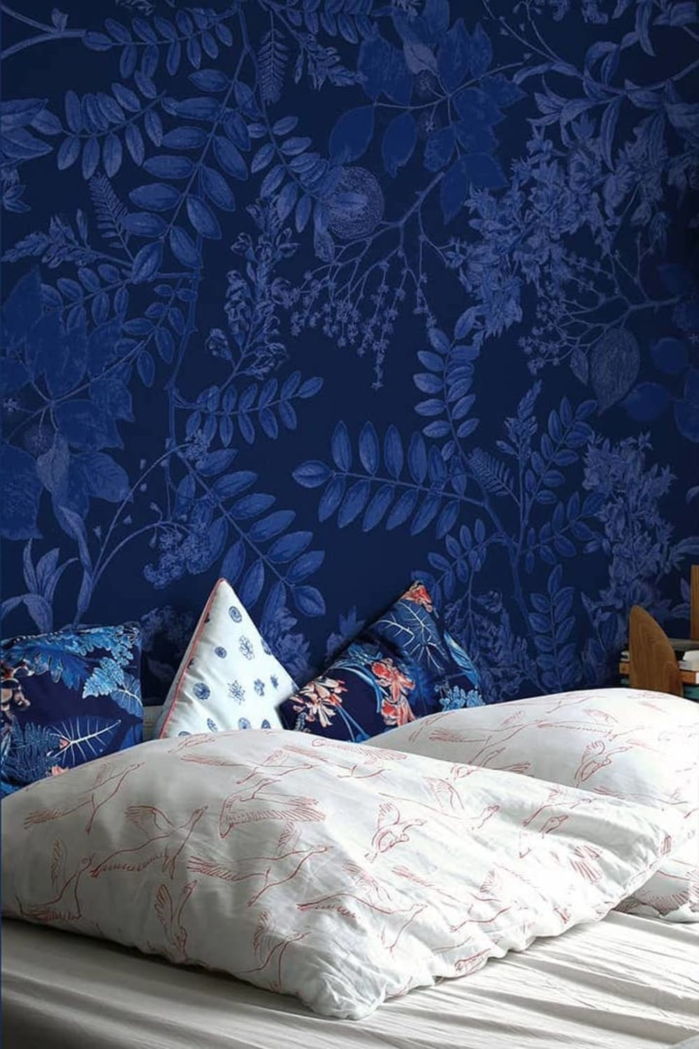"Blue wallpaper representing different types of leaves.<span class=""sr-only""> (opened in a new window/tab)</span>"