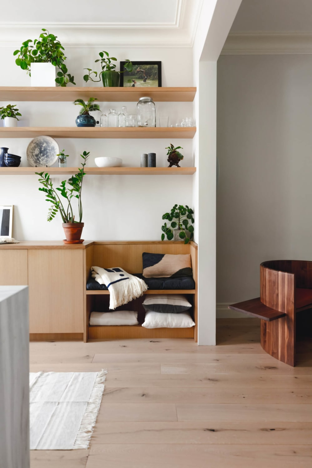 """Custom cabinet integrating a seating area.<span class=""""sr-only""""> (opened in a new window/tab)</span>"""