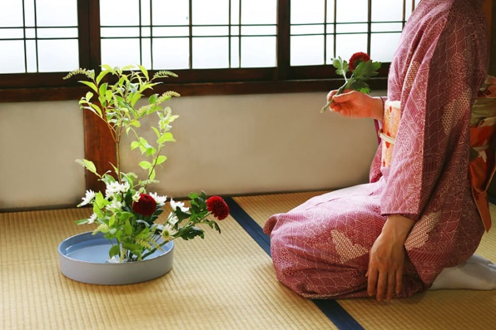 "Woman arranging flowers in an Ikebana composition.<span class=""sr-only""> (opened in a new window/tab)</span>"