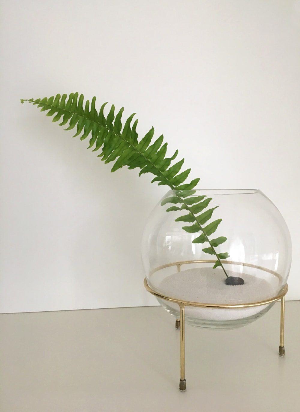 """Minimal sculptural vase with a single-leaf arrangement.<span class=""""sr-only""""> (opened in a new window/tab)</span>"""