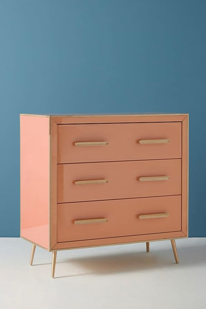 Dresser with wide drawers, perfect to hide waste before recycling it.