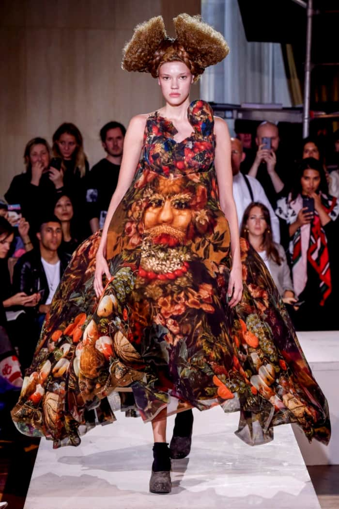 Long dress with wide skirt representing a painting from Arcimboldo, by Comme des garçons.