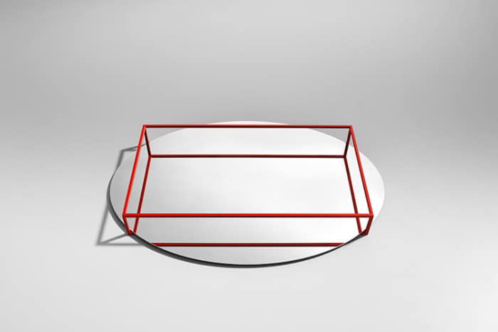 Surface+Border no.2, a second minimalist tray by Danese Milano, where the handles are reflected on the bottom.