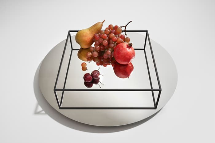 Surface+Border no.1, a minimalist tray by Danese Milano, where the handles are reflected on the bottom.