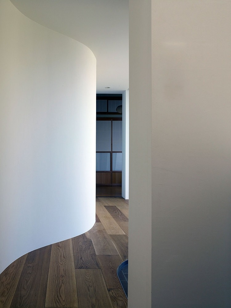 Curved shape corridor, great option to create a misterious path in a biophilic design.