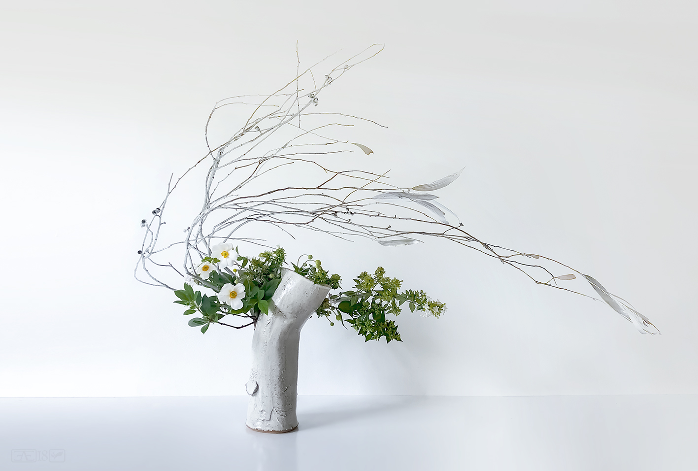 Ikebana arrangement with highly bended stems.