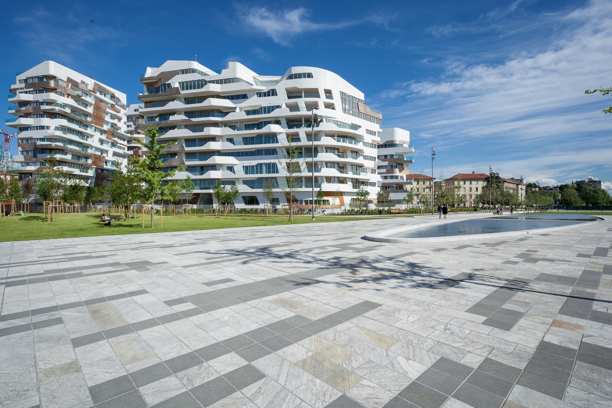 View of the pedestrian area in CityLife, promoting a safe ambiance and creating a biophilic residential area.