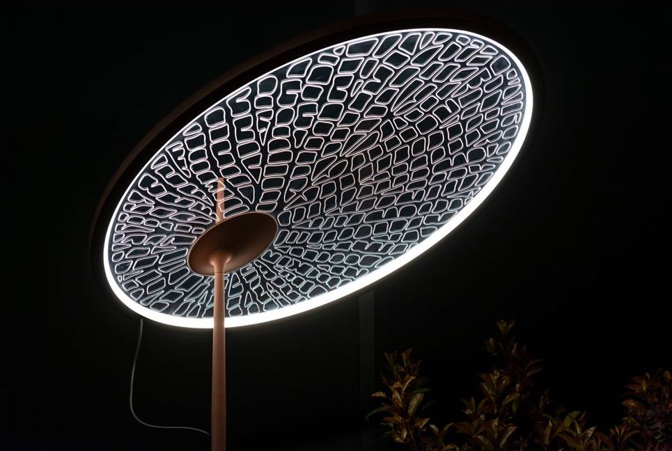 Lamp whose lighting surface reproduced the pattern of a leaf.