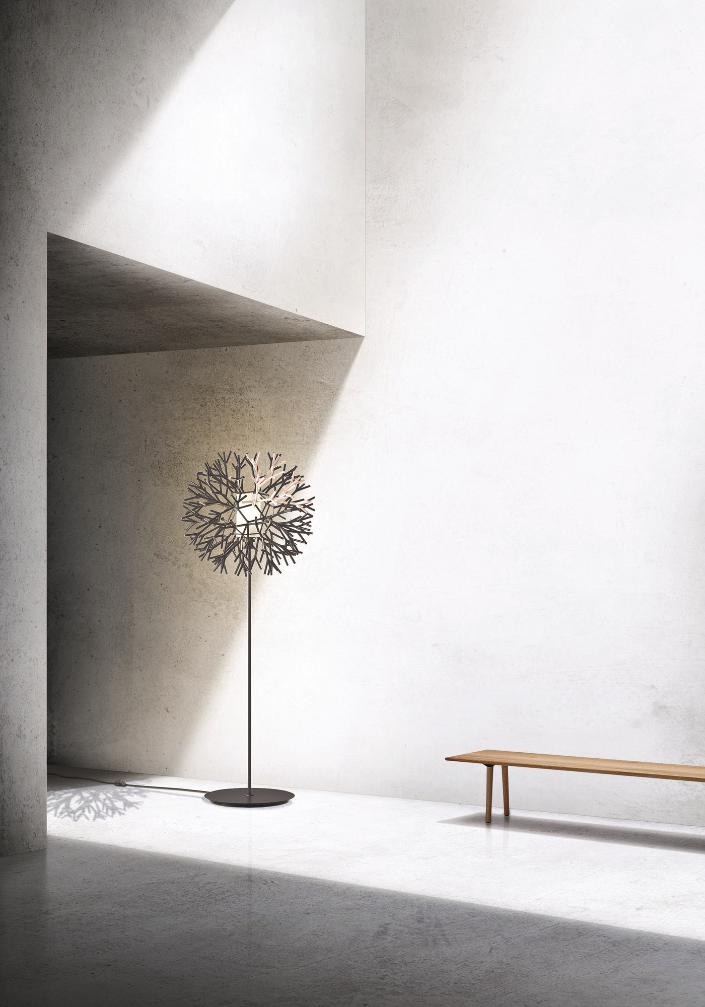 Floor lamp with round top reproducing the fractal pattern of branches.