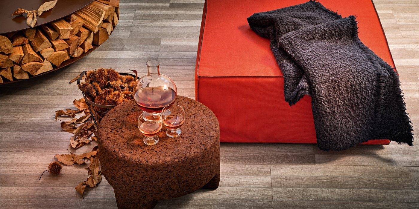 Dark cork ottoman, perfect for a biophilic outdoor.