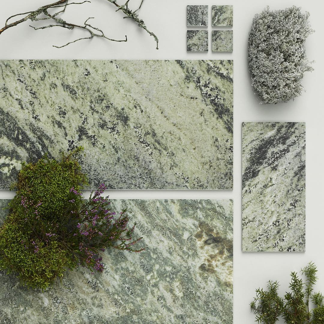 Biophilic tiles recalling the texture of moss.