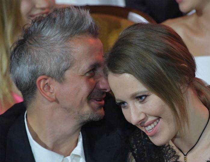 Самоизоляция: Собчак и Богомолов провели дома «романтический» вечер