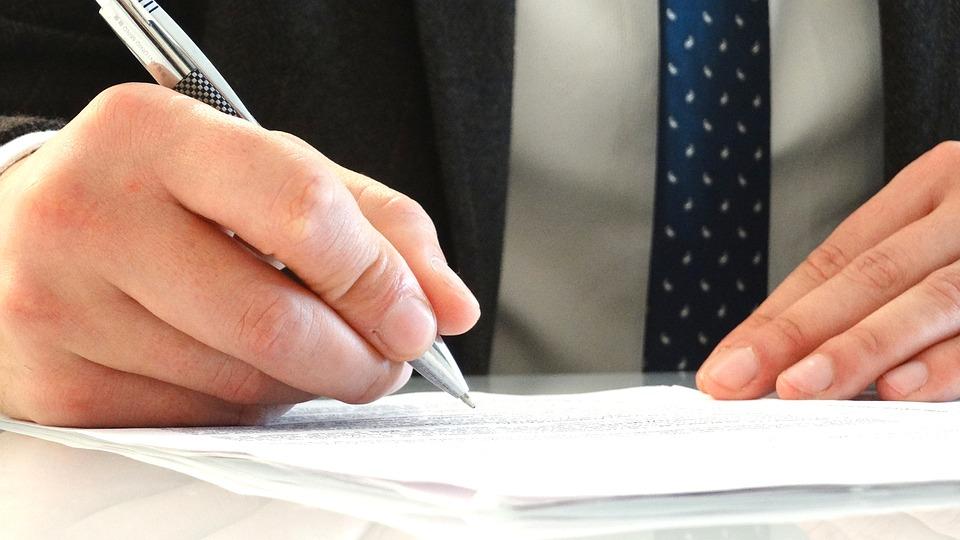 Особенности продажи квартиры с существующими долгами по коммунальным платежам
