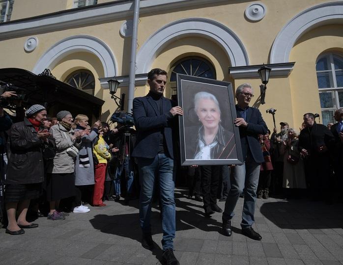 Погибшая артистка Элина Быстрицкая еще при жизни заказала памятник себе на могилу