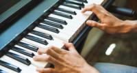 Prednosti električnog klavira - prihvatljiva alternativa za školarce glazbenike