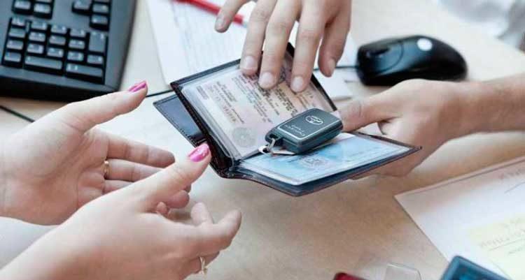 Обязан ли покупатель перерегистрировать авто на себя
