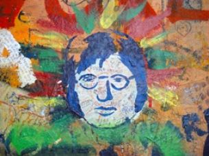 Lennon-Mauer: nicht untergehendes öffentliches Notizbuch vergangener und jetziger Zeit