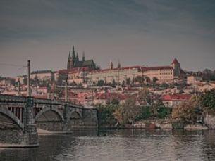 Wie lebte der böhmische Adel? Die authentische Ausstellung im Lobkowicz-Palais versetzt Sie in die V