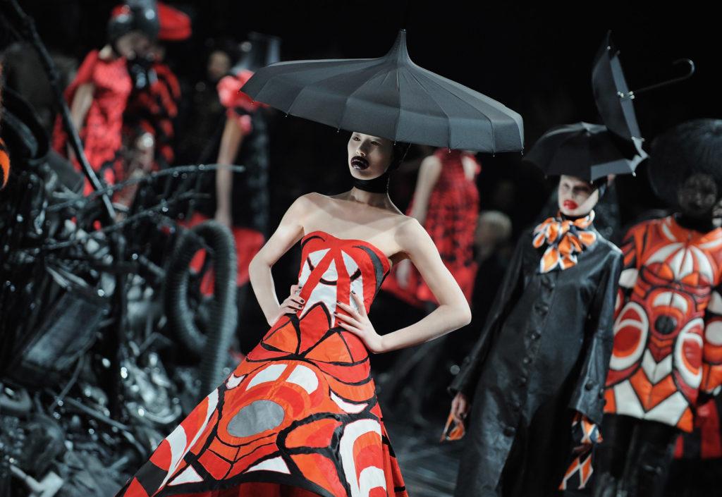 Пока на карантине: мастер-класс и онлайн-проект от Alexander McQueen