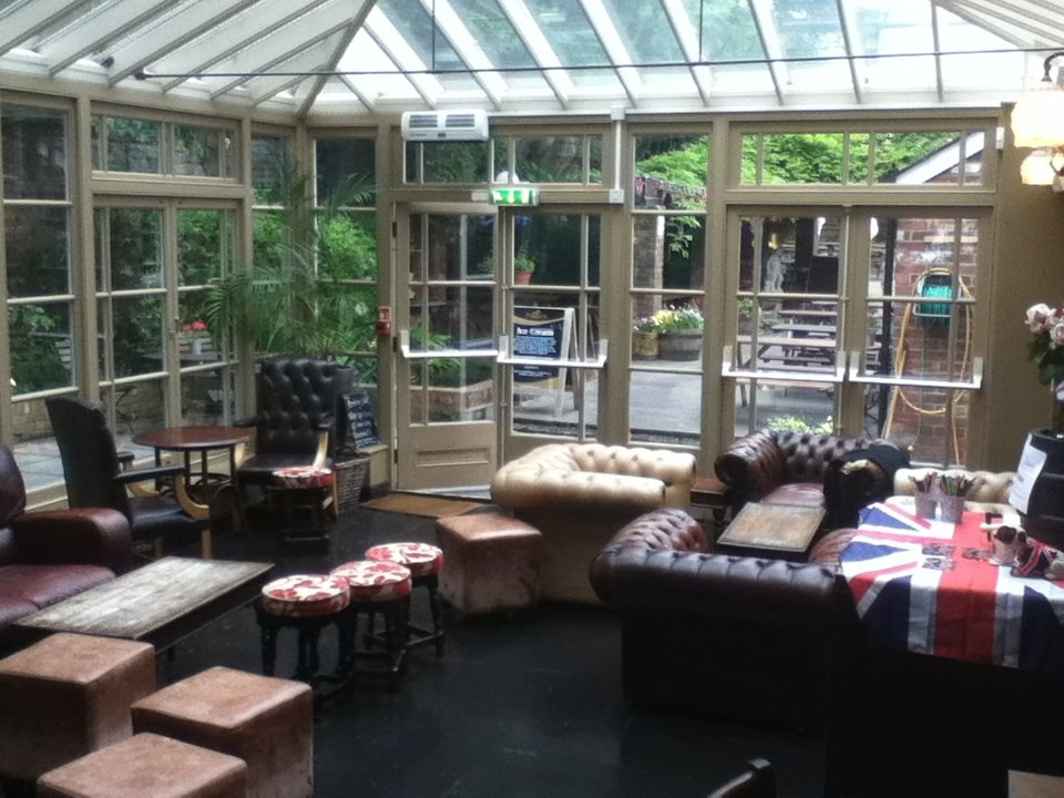 Reasons to eat out in Exeter - City Gate Hotel