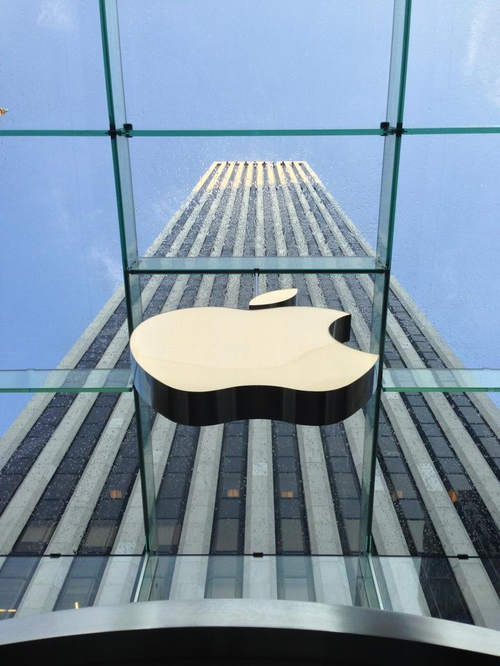 Reasons to visit New York - Apple Store, Fifth Avenue