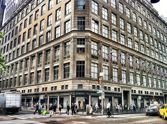 Reasons to visit New York - Saks Fifth Avenue