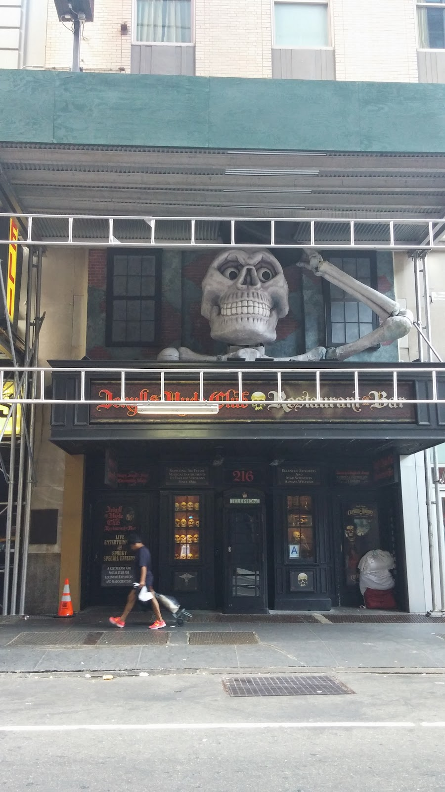 Reasons to eat out in Greenwich Village - Jekyll and Hyde Club