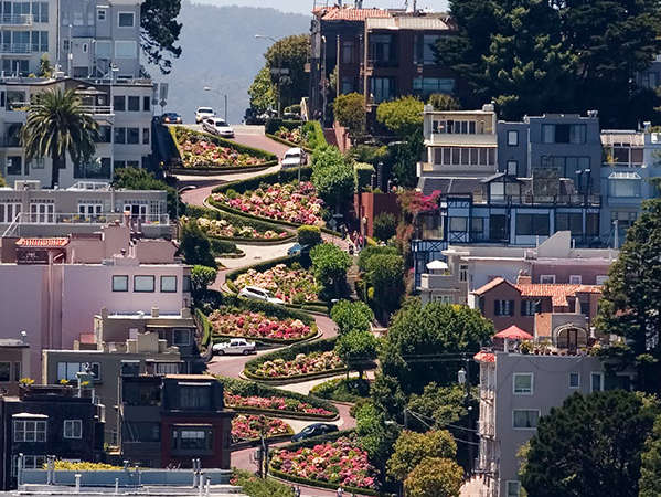 Reasons to visit San Francisco - Lombard Street