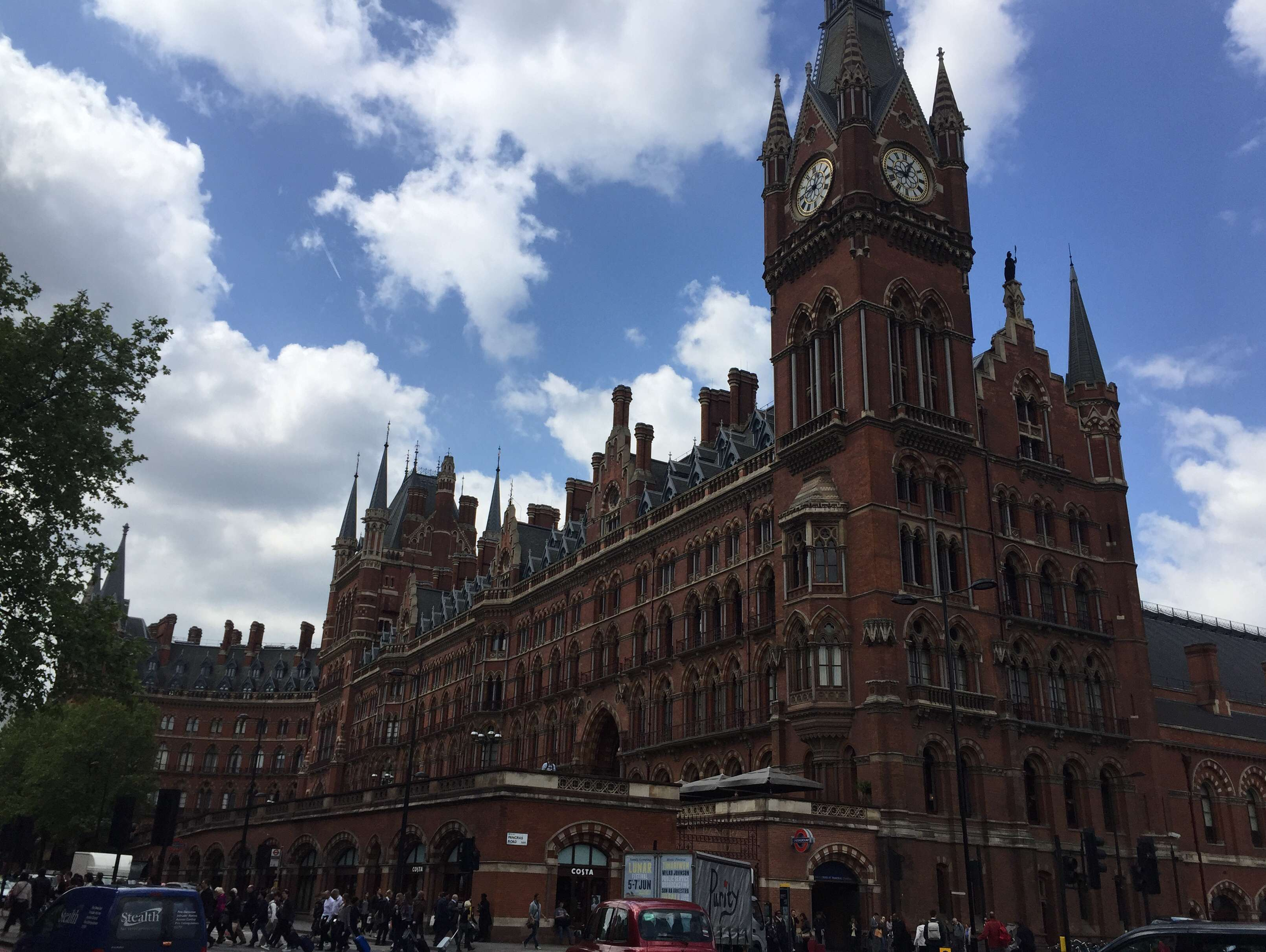 Reasons to live it large in London, England. - St Pancras Station