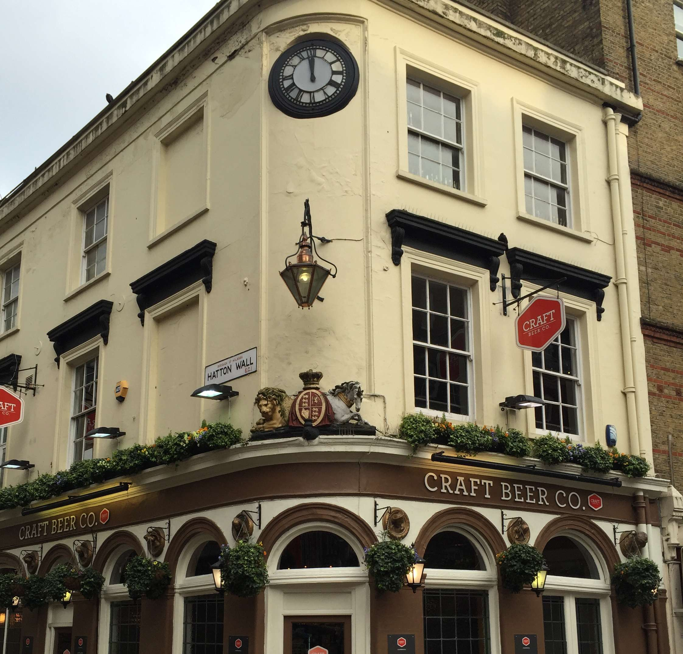 Reasons to live it large in London, England. - Great Pubs!