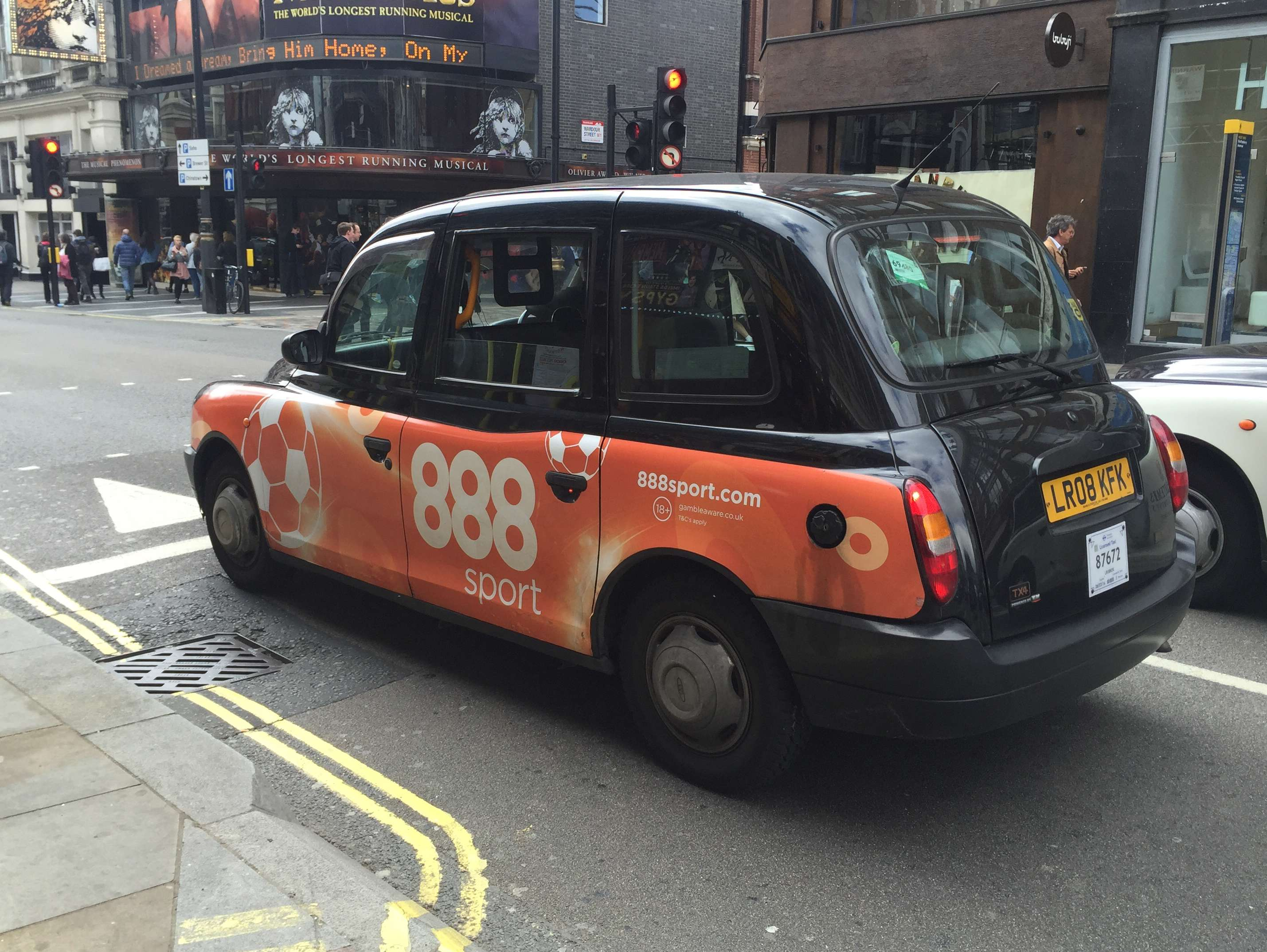 Reasons to live it large in London, England. - Black cabs!