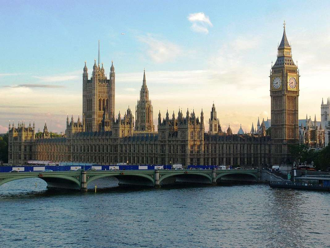 Reasons to live it large in London, England. - The Houses of Parliament