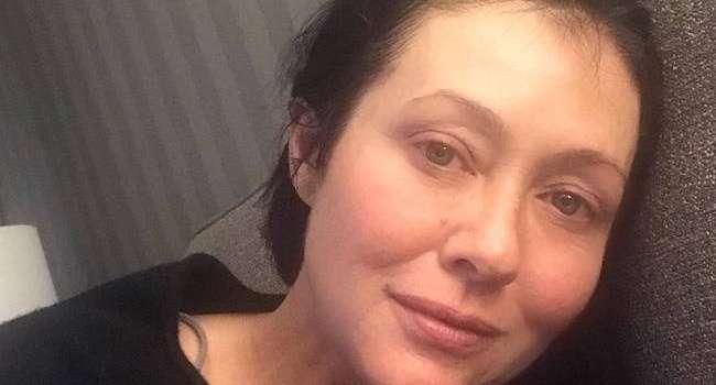 Звезда сериала «Беверли Хиллз 90210», которая борется в рецидивом рака, попросила нарушающих карантин подумать о людях с низким иммунитетом