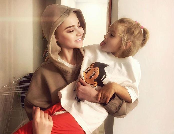 «Алиса расстроилась»: дочь Тимати и Шишковой «лишилась» дня рождения