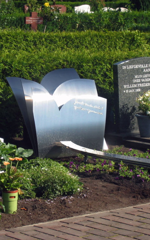 kindergrafsteen graf meisje van RVS