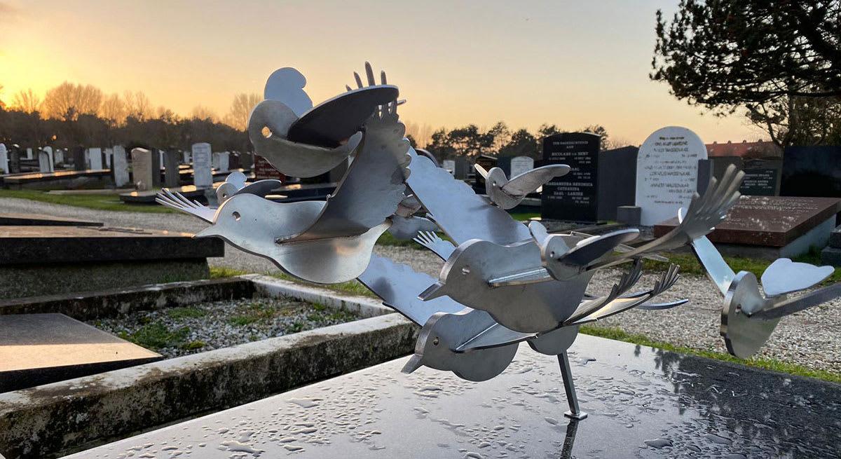 RVS grafkunst vogels familiegraf