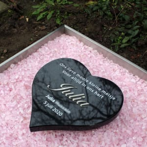 lief babygraf met hartje eb roze steentjes