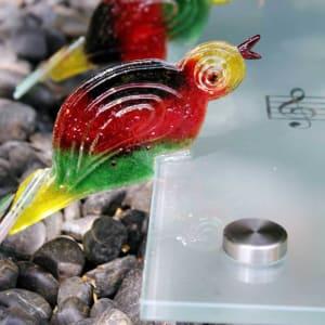 Details glazen vogeltjes - kunstzinnige glazen grafzerk voor partner