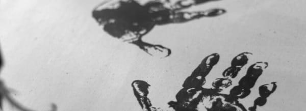 Modern Grafmonument RVS met handafdrukken