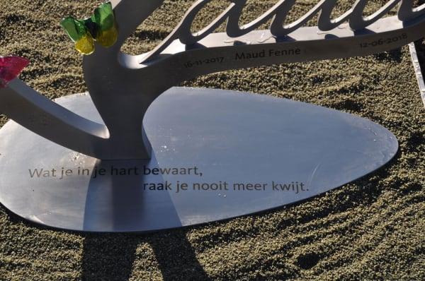 grafsteen baby RVS met gegraveerde tekst