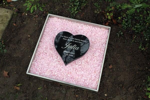 babygraf met hartje met roze steentjes