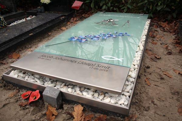 origineel grafkunst monument van glas en RVS 316