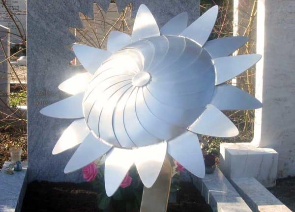 Eigentijds graf met RVS zonnebloem voor partner - echtgenoot