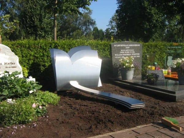 rvs grafmonument voor meisje