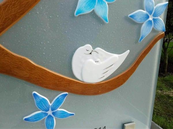grafsteen baby detail vogels