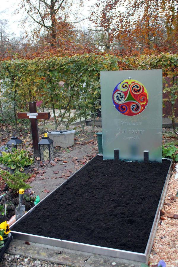 bijzondere glazen grafsteen voor zoon
